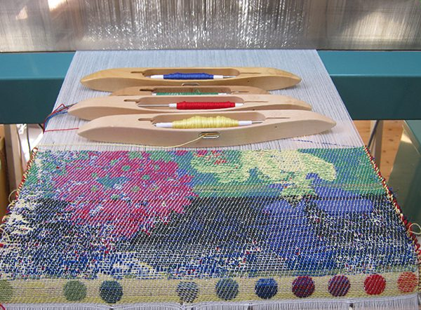flower design for cushion on the loom - 3 shuttles