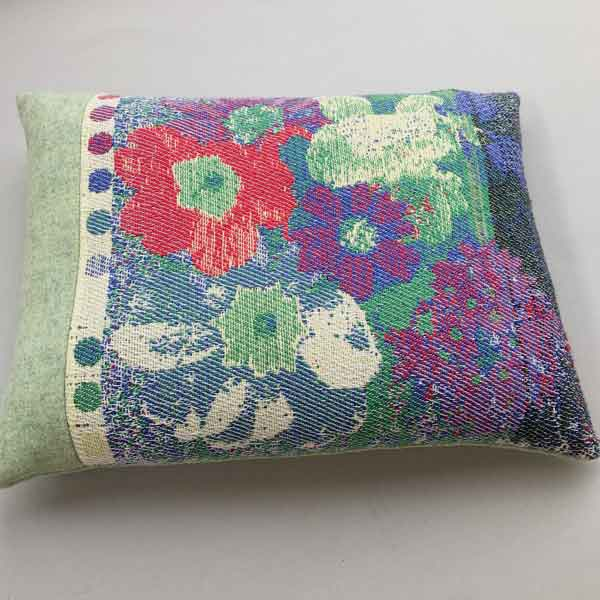 Cushion in double weave with 3 shuttles